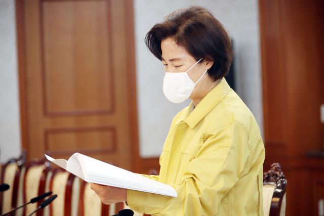 [서초동 야단법석] '진일보한 대책' vs '인기영합적'…'전관특혜 근절방안'에 엇갈리는 시선