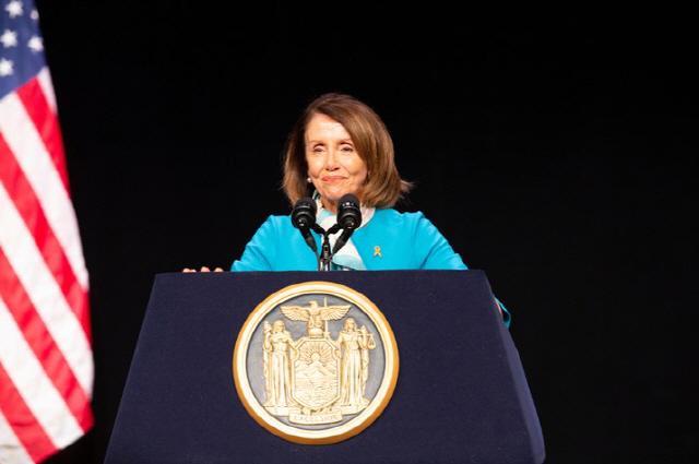 미국 하원의장 낸시 펠로시, 코로나19 대응 위한 기본소득 지급 방안으로 '디지털 달러' 고려했다