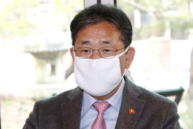 박양우 '몇몇 종교기관 일탈사례만 부각…헌신·노력에도 관심 가져야'
