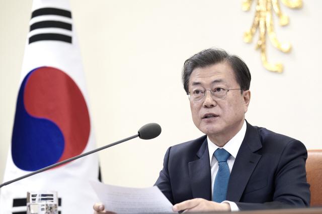 文대통령 '한국, 두 달간 코로나19 도전의 중심...G20 연대로 이겨낼 수 있다'