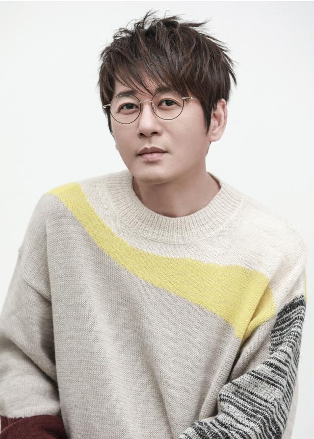 '발라드 황제' 신승훈, 4월 8일 30주년 기념 스페셜 앨범 발표
