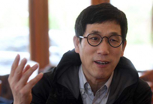 진중권, '日 코로나 폭발 우려' 기사에 '어쩐지 이상하다 했는데 드디어 터져'