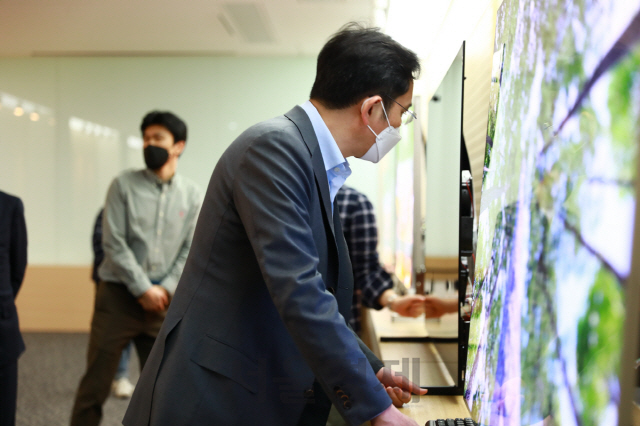 삼성의 결단…LCD 접고 QD 키운다