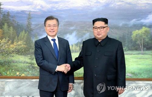 """[뒷북정치] 국민 29% """"남북통일 안해도 된다""""... 악화되는 대북 여론"""