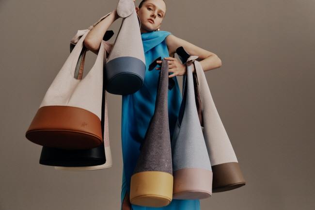 글로벌 패션 브랜드 파인드카푸어, 2020 뉴 시그니처 '리본백' 출시