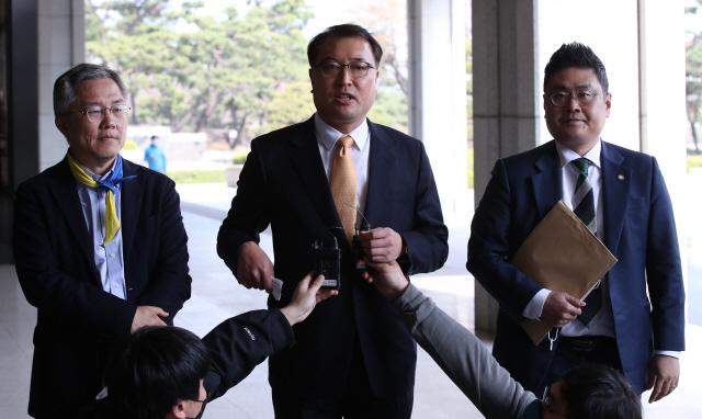 '사면초가' 윤석열…총선 결과·울산 재판이 운명 가른다