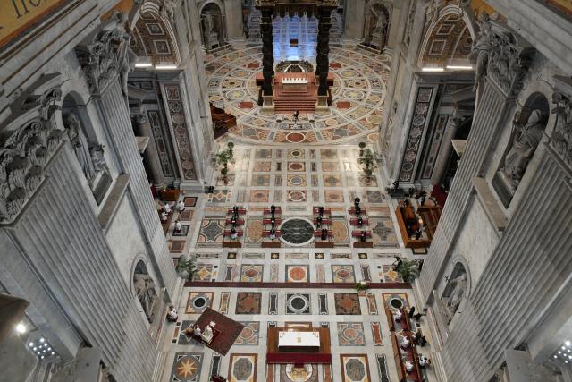 [사진] 텅 빈 성베드로 대성당..바티칸 '부활절 미사도 온라인'
