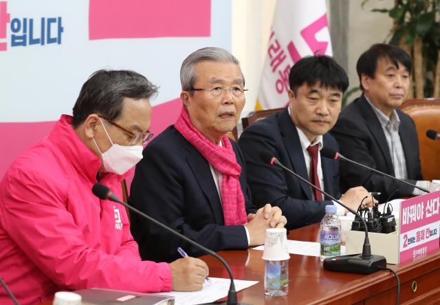 김종인 '안일하게 생각 말고 재정긴급명령 발동하라'