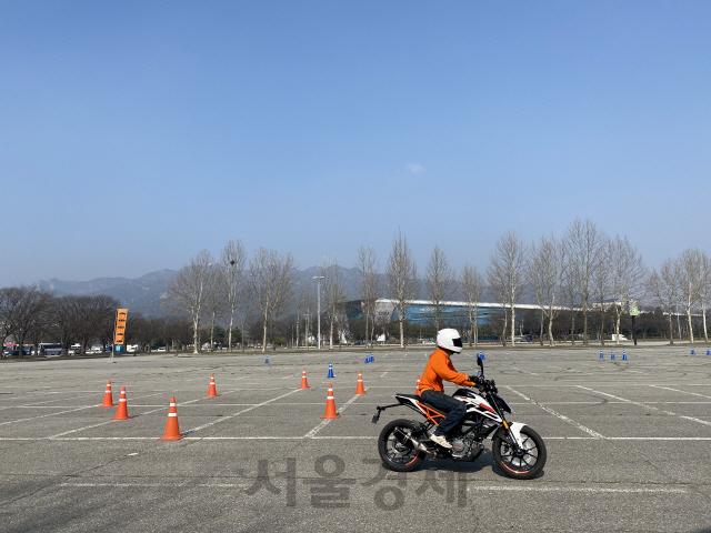[두유바이크]<106>벚꽃 휘날리며, KTM 라이딩스쿨 체험기