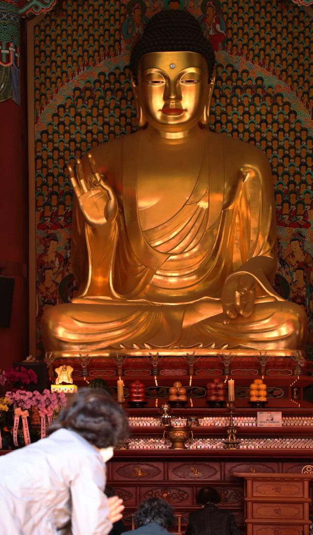 '부처님오신날, 연기된 게 아니라 늘어난 겁니다'