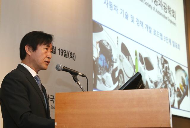 '무리한 전기차 보조금, 車산업 위기 초래'