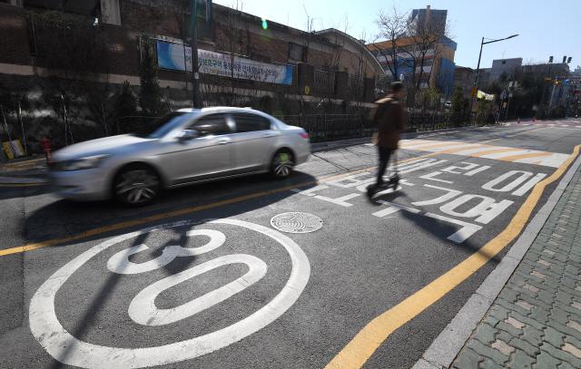 초등학교 등교 시작, '민식이법'에 떨고 있는 운전자들
