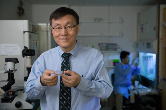 日노벨상수상자 포기한 파킨슨병 치료법 한국계 과학자는 해냈다.