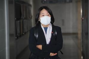 윤미향, 부친 위암3기 투병 중이라고 했는데…컨테이너에서 '안성 쉼터' 관리?