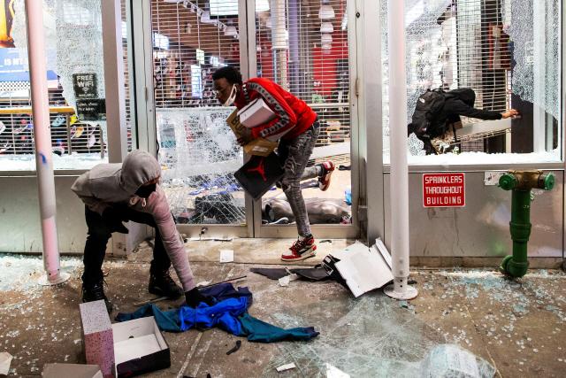 '美 흑인사망 시위 격화에 총기 수요 UP'...총기회사 주가 급등