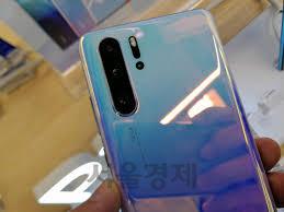 '전세계 스마트폰 반짝 1위' 화웨이, 美제재에 감산...삼성 '반사이익'