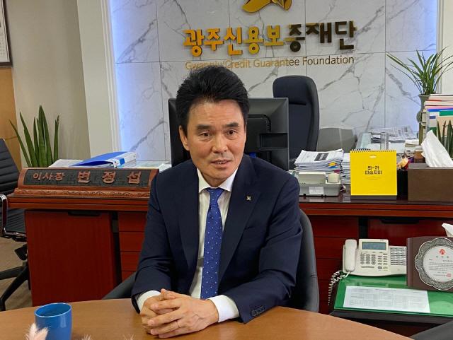 [600만 소상공인 든든한 버팀목, 지역신보] 변정섭 광주신보 이사장 '코로나19 장기화 대비 재보증 한도 확충 시급'