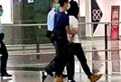 악착같은 홍콩 경찰, 영국 탈출하려던 시위자 신고 12분만에 체포