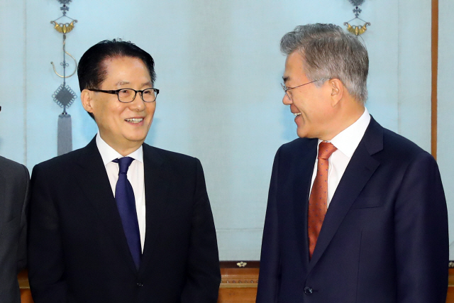 文대통령, 서훈·박지원 등 북한통 중용...'대북 대화' 드라이브 세게 건다