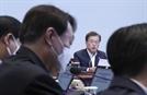 [서초동 야단법석] 삼성 기소·秋 지시 이행…선택지 놓인 尹 '잔인한 7월'