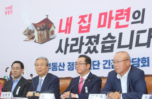 복귀한 통합당, '부동산·인국공' 성난 민심 업고 與 압박