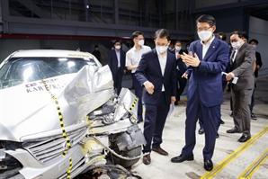 내년부터 車사고 사진만 보내도 AI가 예상수리비 알려준다