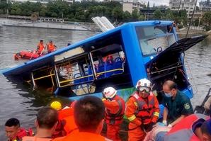 중국서 21명 사망한 버스 참사, 알고보니 운전기사 '고의 사고'