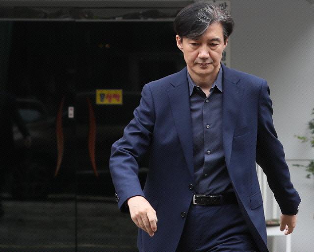 '수사 10결' 꺼낸 조국, '아들 입시 서류' 보도에 '폐기 부탁 안 해…정치적 공격'