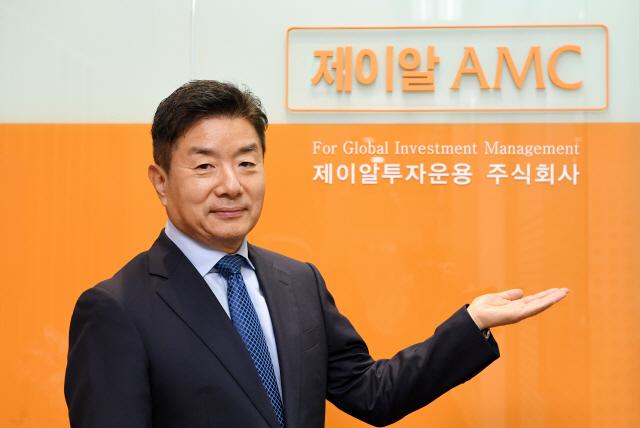 """김관영 제이알운용 대표 """"유학때 접한 부동산금융이 인생 바꿔…내 노후자산 리츠에 투자""""[CEO&스토리]"""