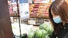 장마철에도 '고당도 과일 값싸게'…대형마트 비결은?