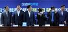"""[속보] 김현미 국토 """"2025년에 전체 25%가 공공임대 거주"""""""