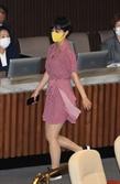 """""""출근길 패션?"""" 성차별 불지핀 류호정의 분홍 원피스…""""굳이 정장 입어야 하나"""""""