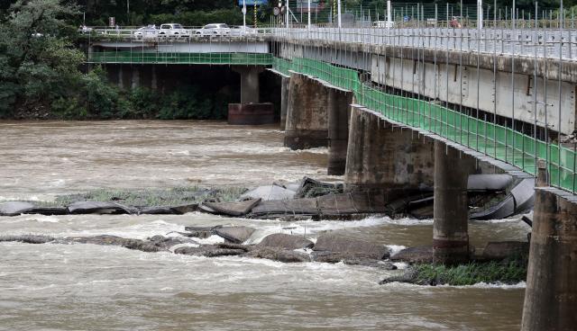 [속보] 춘천 의암댐서 경찰선 등 선박 3대 전복… 7명 실종·1명 구조