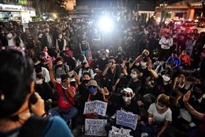 태국, 반정부 집회 주동자 체포…지지자-경찰 대치도