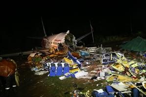 사망자 18명 이상...인도 공항서 두 동강 난  항공기 사망자 증가