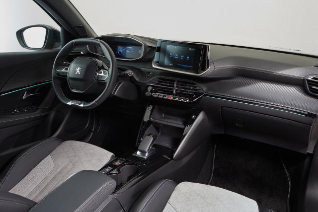 [별별시승] 푸조 2008 SUV, 몸 키웠네…'사자의 송곳니'로 완벽무장