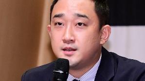 인사말하는 윤홍선 에이콤 대표