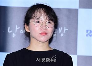 윤단비 감독, 여유로운 표정