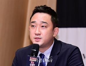 발언하는 윤홍선 대표