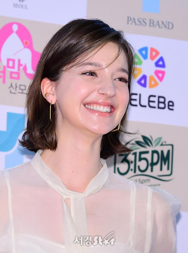 안젤리나 다닐로바, 사랑스러운 미소