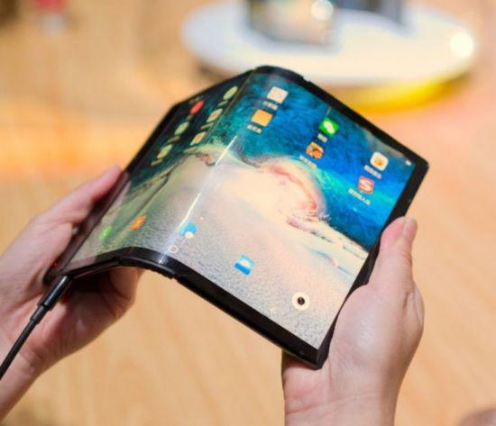 [단독] SK IET '세계 첫 폴더블폰' 로욜에 커버윈도 공급