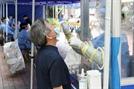 [사진]코로나 검사받는 통일시장 상인들