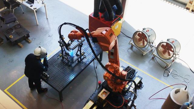 현대건설, 숙련공 대체 '다관절 로봇' 개발...안전사고 예방 효과도