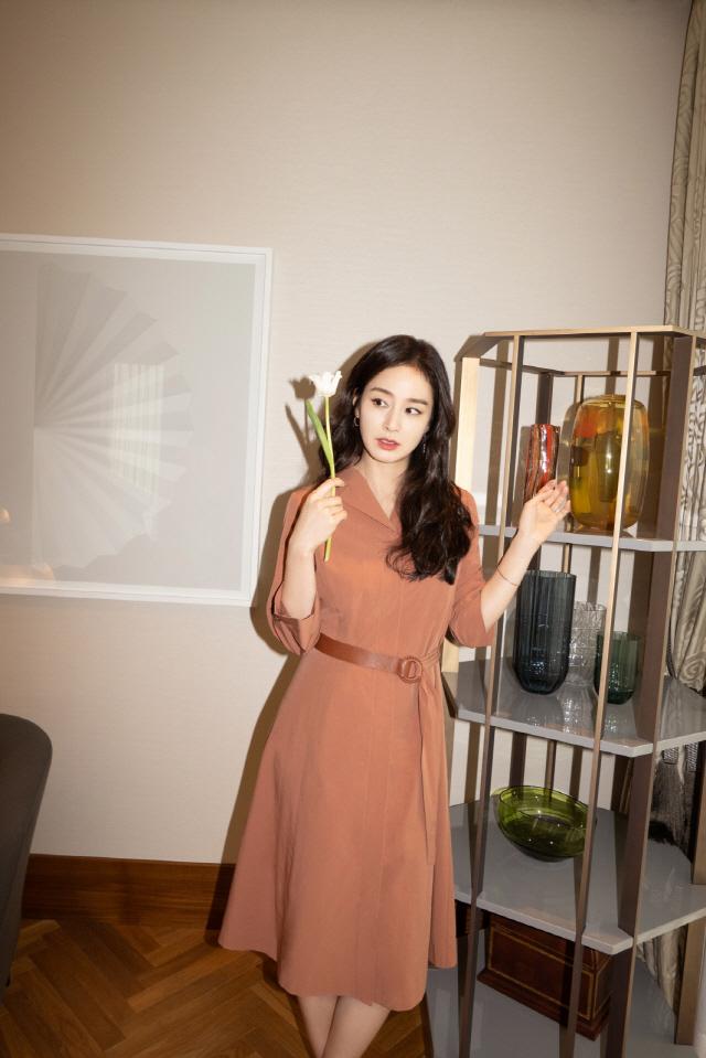 김태희, 한눈에 반할 수밖에 없는 '가을의 정석' 패션…눈부신 미모