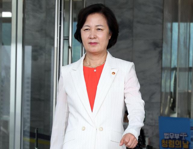 '주말부부라…' 추미애 답변에 곽상도 '국민을 우롱, 뭐가 특혜인지 분간 못해'