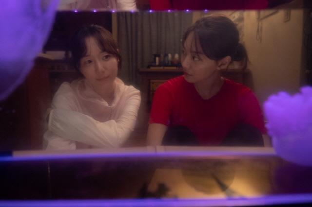 [리뷰]'디바' 예쁨 벗겨낸 신민아의 원맨쇼, 아쉬운 만듦새