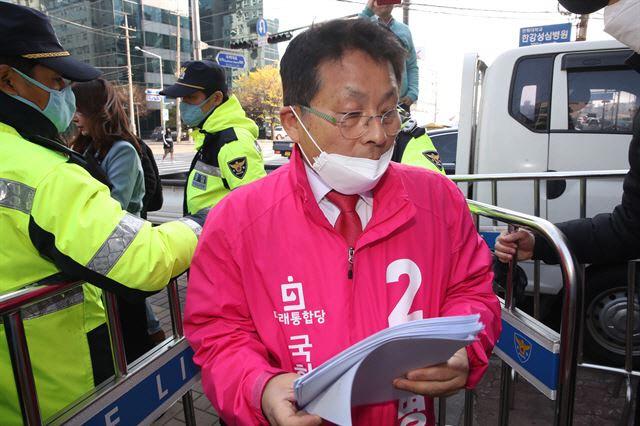 '안중근' '쿠데타' '카톡' 민주당 연이은 헛발질...秋 구하기 毒 됐나