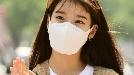 아이유, 끝없는 선행…데뷔 12주년 맞아 팬들과 1억원 기부
