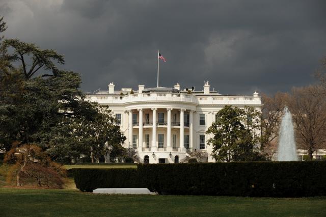 0.001g으로도 사망… '트럼프 앞' 독극물 우편물에 백악관 '발칵'