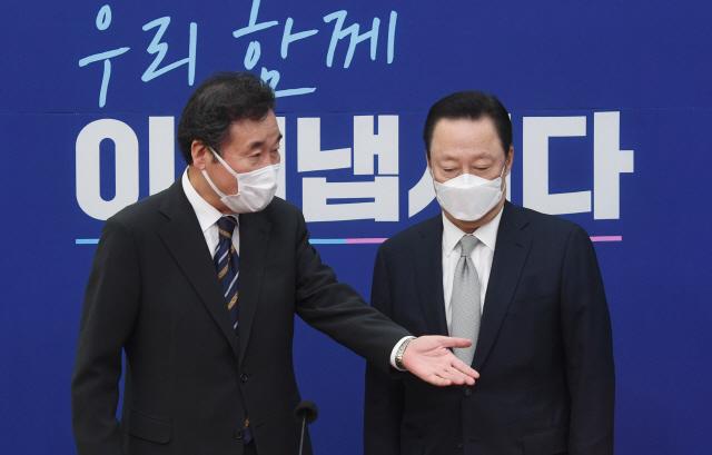 SKT주식 19.4억원어치만 있으면...18개 자회사 '투기자본 사정권'
